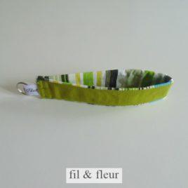 porte-cles vert rayures
