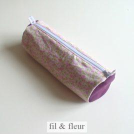 trousse violette fleurs